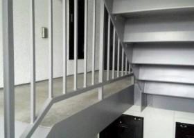 階段裏塗装 AFTER